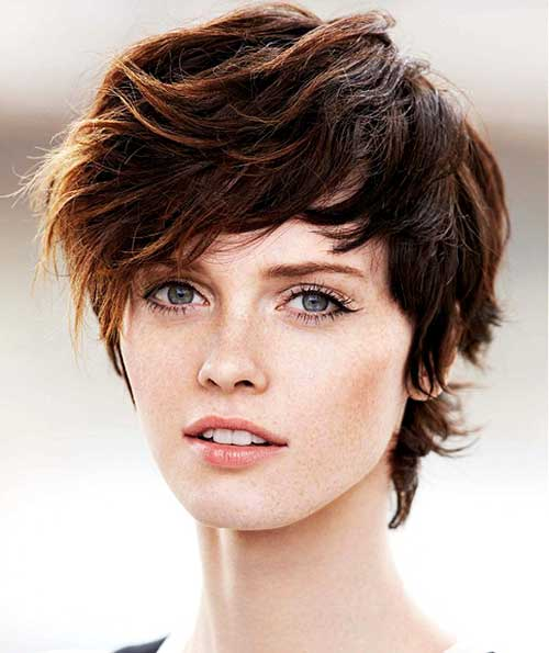 Chic Short Shaggy Hairstyle for Girls