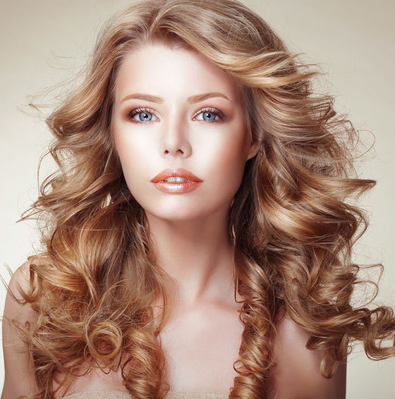 Loose Curly Hairdo With Bangs