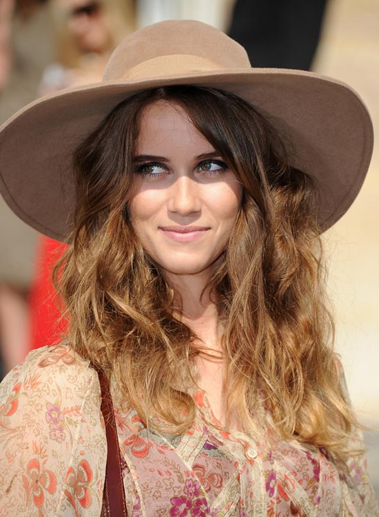Loose Messy Waves With Hat